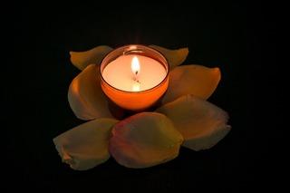 candle-957275_1280.jpg