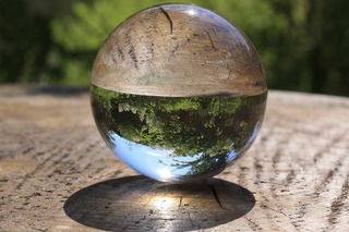 glass-ball-3568441_960_720.jpg