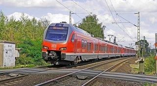 regional-train-1817255__340.jpg